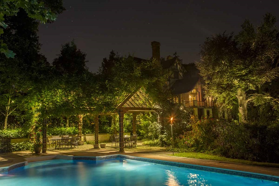 4 Landscape Lighting Ideas to Refresh Your Home's Exterior
