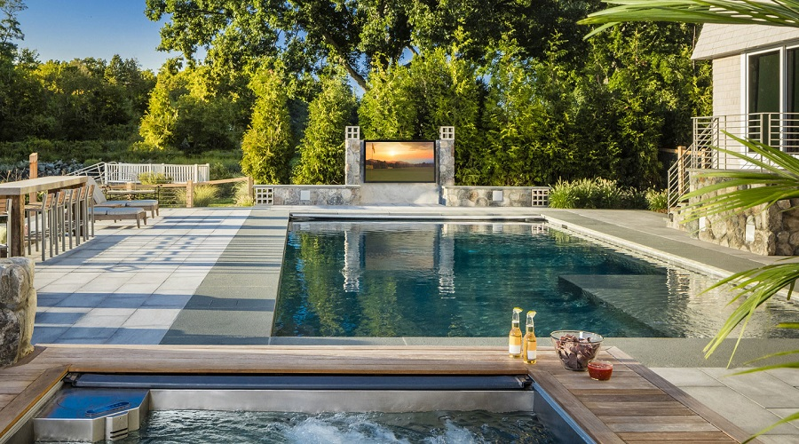What is a Good Outdoor TV for a Backyard?