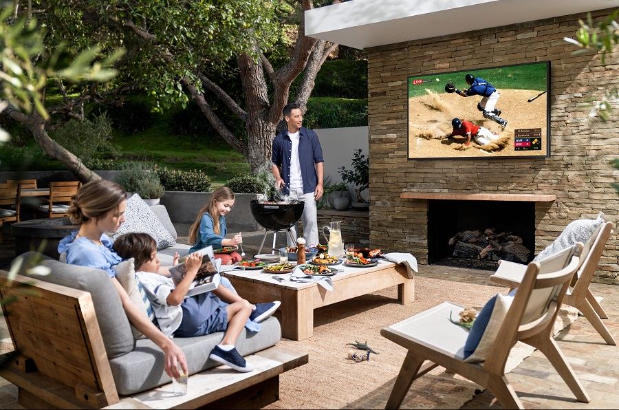 2 Must-Have Entertainment Products to Add to Your Backyard